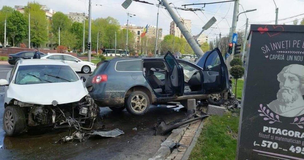 Accident grav în București. Patru persoane au fost rănite