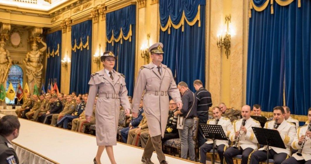 Revista presei 28 noiembrie: Armata a schimbat uniformele militare pentru prima oara dupa 70 de ani