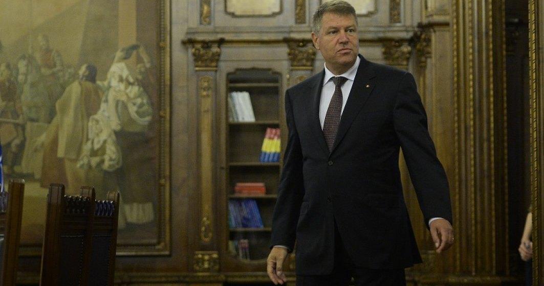 Klaus Iohannis ataca la CCR legea prin care Monitorul Oficial trece de la Guvern la Camera Deputatilor