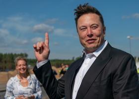 Elon Musk a organizat un festival de muzică la una din fabricile Tesla din...