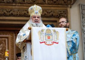 """Patriarhul Daniel, decorat de Iohannis cu """"Steaua României"""" în grad de Colan"""