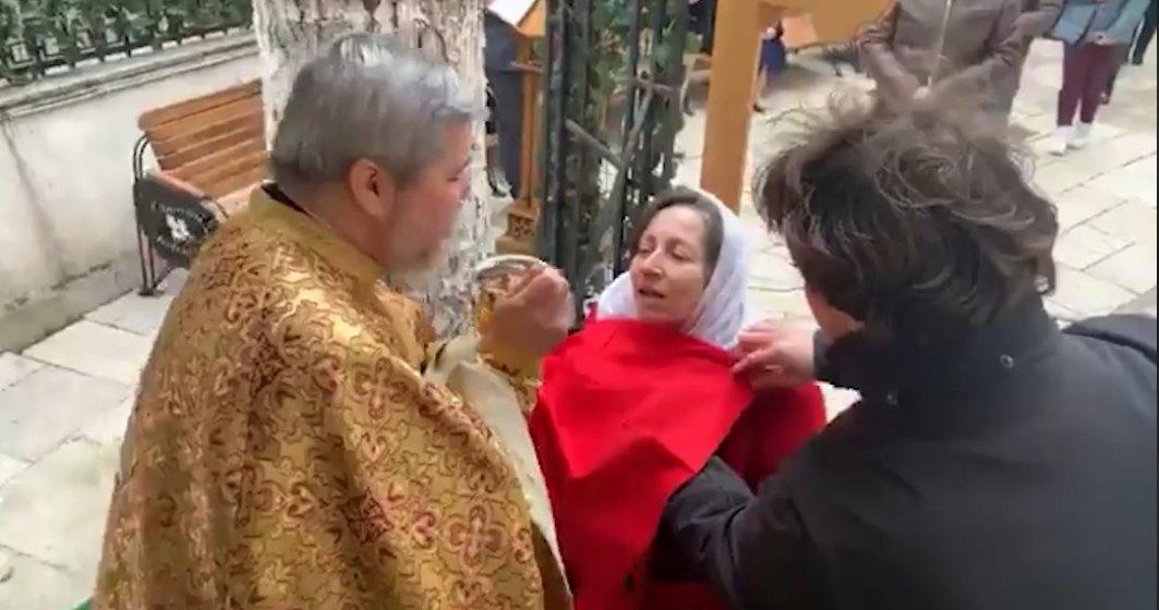 """VIDEO """"Împărtășire fără atingere în vremuri de epidemie"""" la o biserică din București"""