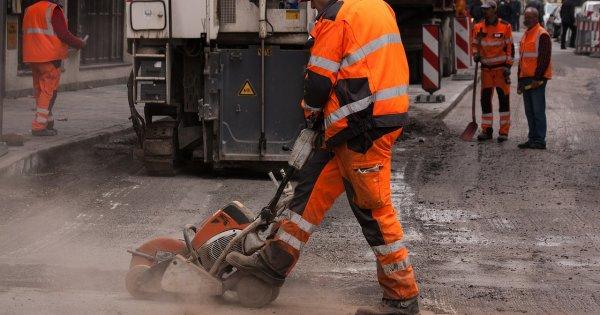 """""""Regii asfaltului"""" si-au pierdut coroana: afacerile drumarilor de altadata,..."""