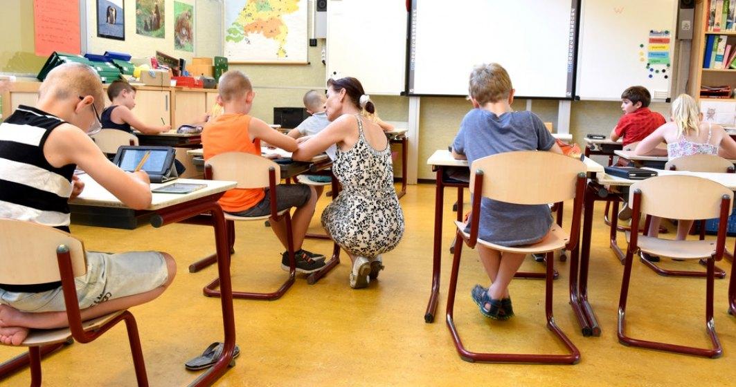 Profesor: Gândirea critică ar trebui inclusă la fiecare materie predată în școli, cât mai devreme