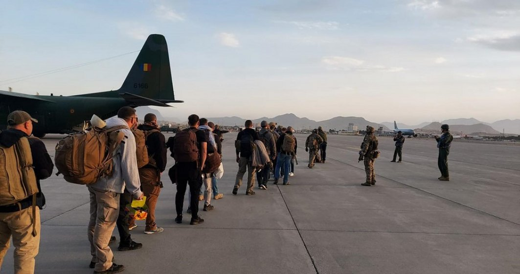 MAE: Românii captivi din Afganistan ajung azi în România
