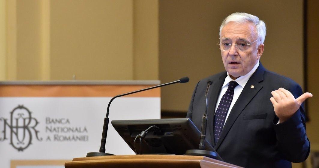 Isărescu: Vârful tensiunilor generate de criza COVID-19 în domeniul monetar, bancar şi financiar a fost depăşit