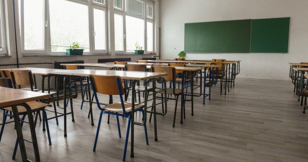 Numărul școlilor care funcționează în scenariul roșu depășește 1.800