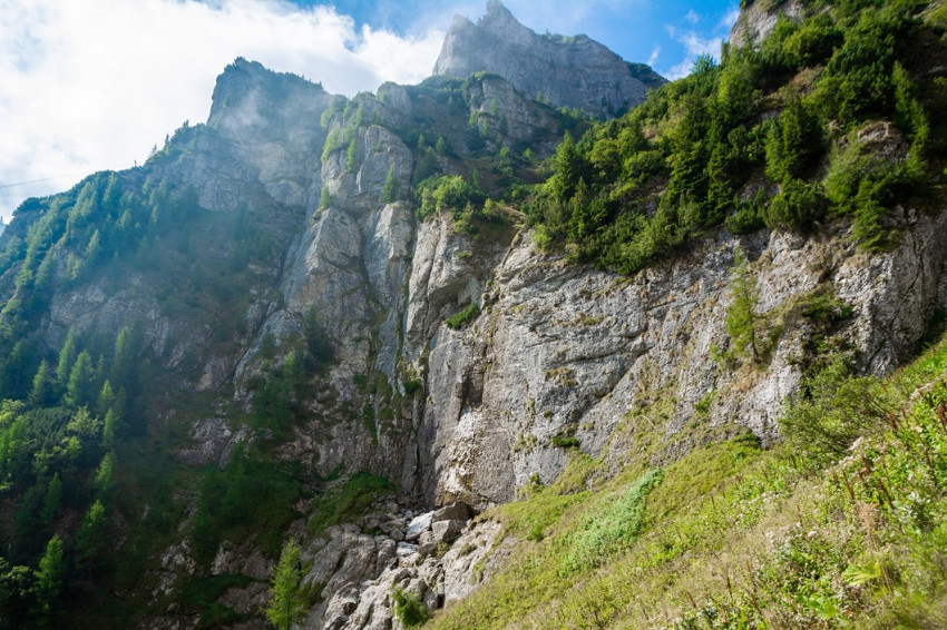 Vedere de pe Valea Jepilor