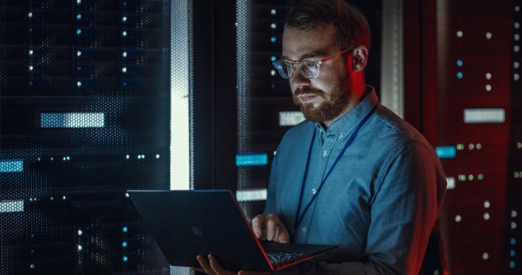 Vânătoarea de IT-iști. Compania care a pus ochii pe specialiștii români și care le oferă salarii de până la 400.000 de dolari pe an