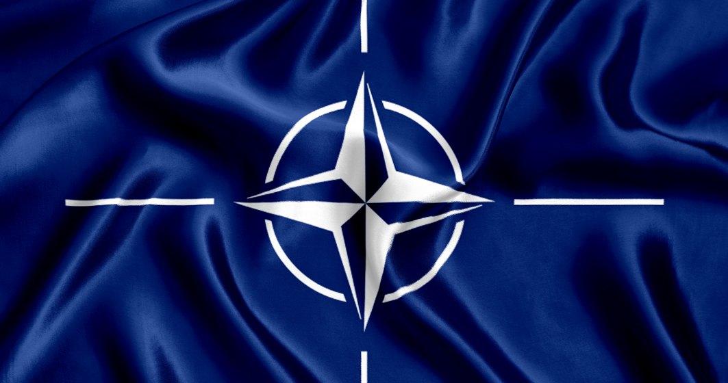 2004, Romania adera oficial la Alianta Nord-Atlantica (NATO)