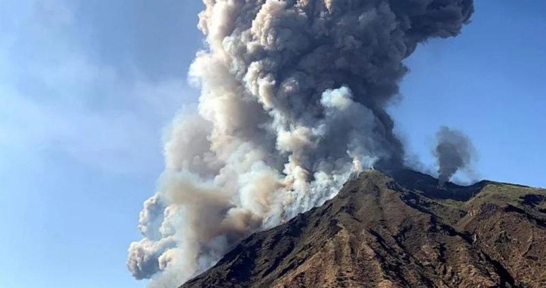 Vulcanul Etna a erupt din nou. Aeroportul din Catania a fost închis
