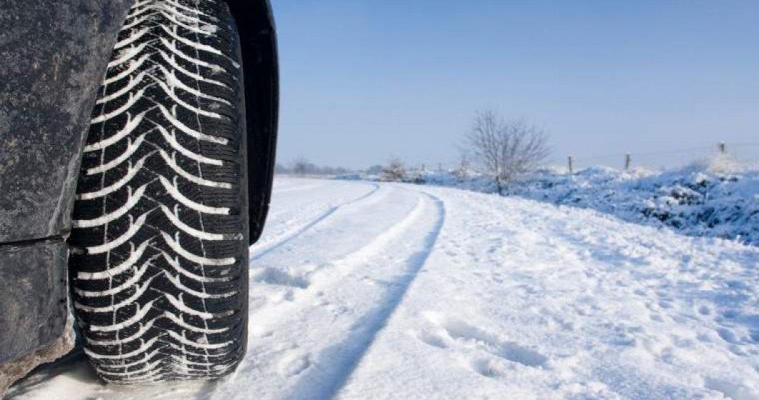 Cod Rutier: poti fi amendat pe un drum cu zapada chiar daca ai anvelope de iarna