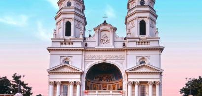 Peste 52.000 de oameni au vizitat racla cu moaştele Sfintei Cuvioase...