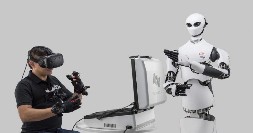 Robotul de peste 2 metri lucrează în magazinele de proximitate din Tokyo