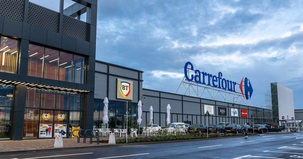 Șeful grupului care deține Luis Vuitton iese din acționariatul Carrefour