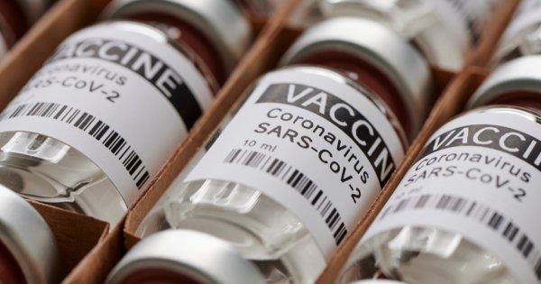 Crește cererea, cresc și prețurile: Pfizer și Moderna scumpesc dozele de vaccin