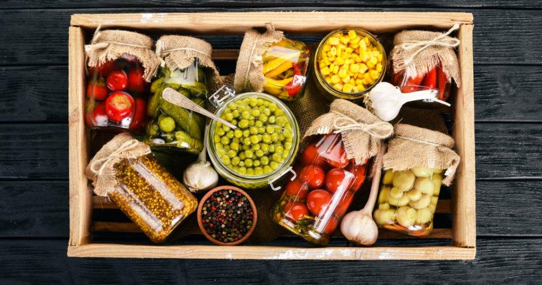 Cinci alimente care te pot imbolnavi: Somon sintetic, zacusca, muraturi
