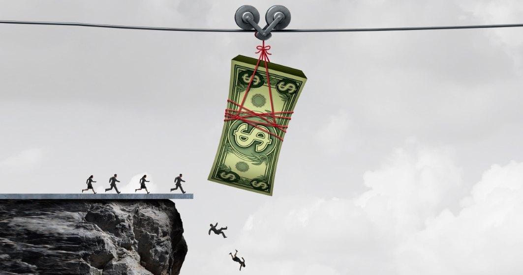 Măsurile Guvernului cu privire la amânarea ratelor nu sprijină romanii, ci acordă beneficii substanţiale băncilor