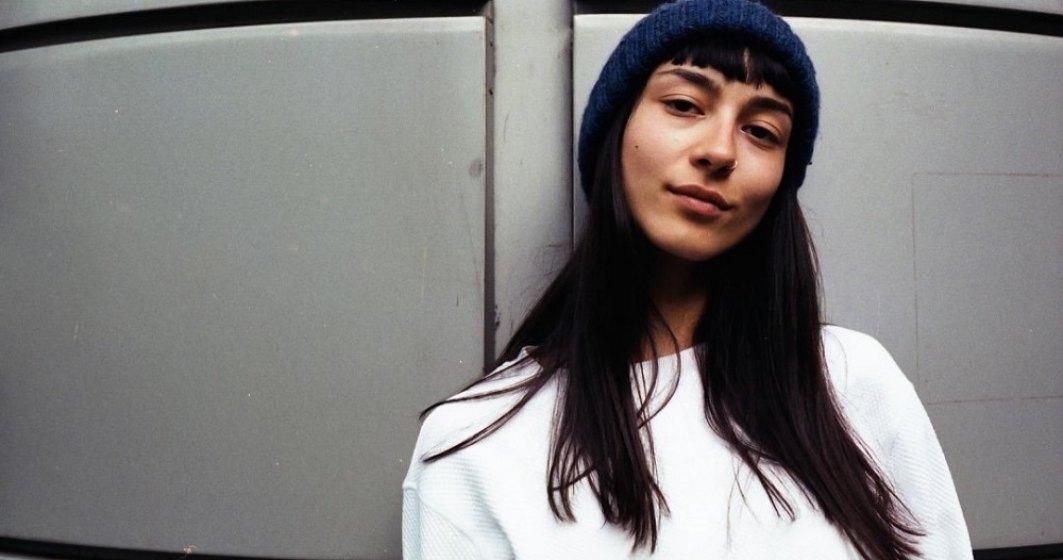 Tânăra care dă o nouă viață hainelor vechi: brandul de modă născut din pasiunea unui copil de 11 ani