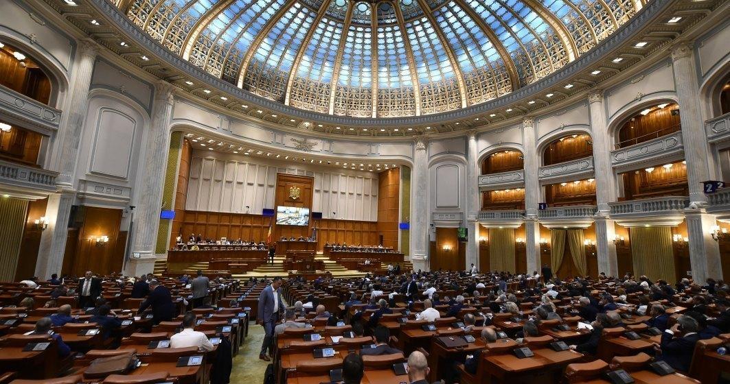 Sute de fosti senatori si deputati primesc pensii speciale