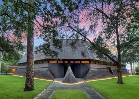 """FOTO  Casa """"Darth Vader"""", scoasă la licitație pentru 4,3 mil. dolari"""