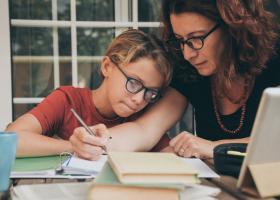 Studiu: Doar 8% dintre părinți vor școală online pentru copiii lor anul...