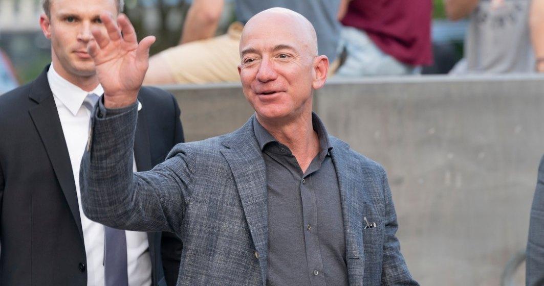 Jeff Bezos îi ia fața lui Elon Musk și anunță că pleacă în spațiu cu primul zbor turistic al companiei pe care o conduce