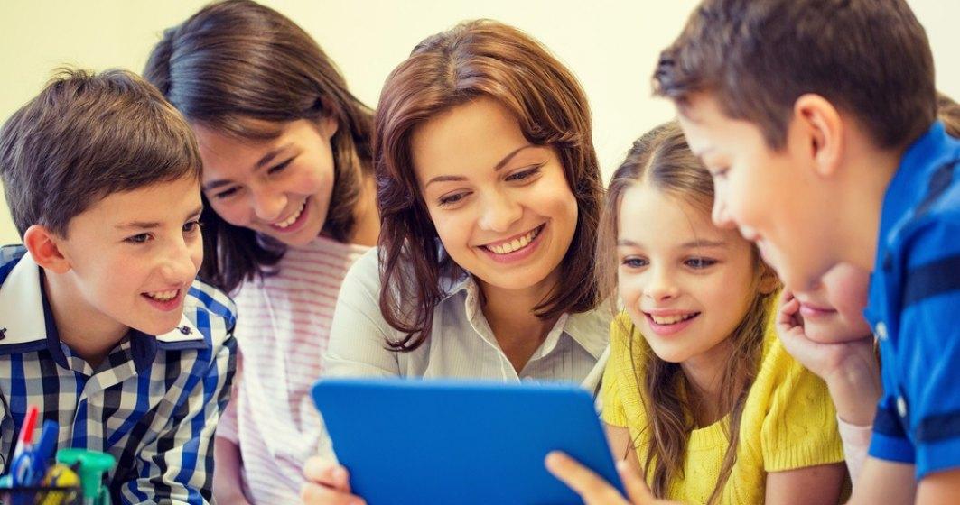 Lectie in invatamant: o scoala smart a fost infiintata in Ciugud (Alba). Copii vor scrie pe table interactive si vor inlocui ghiozdanele cu...tablete
