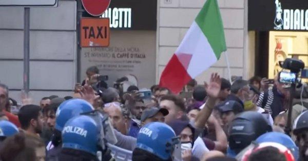 Proteste violente în Italia, împotriva certificatului verde. Poliția...