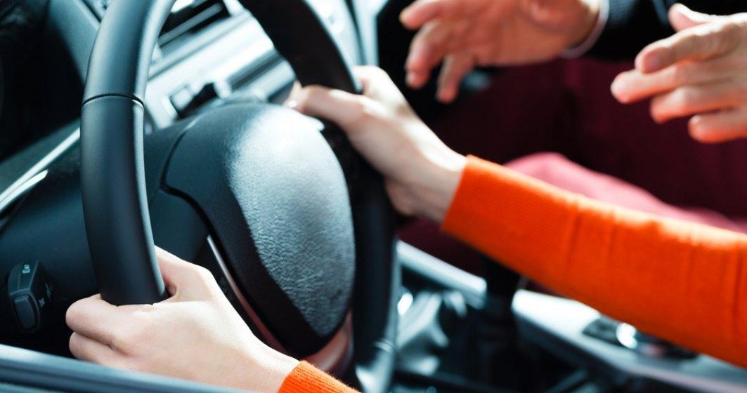 Coronavirus | Examenele pentru obținerea carnetului de șofer se suspendă. Ce se întâmplă cu înmatriculările și prelungirea permiselor auto