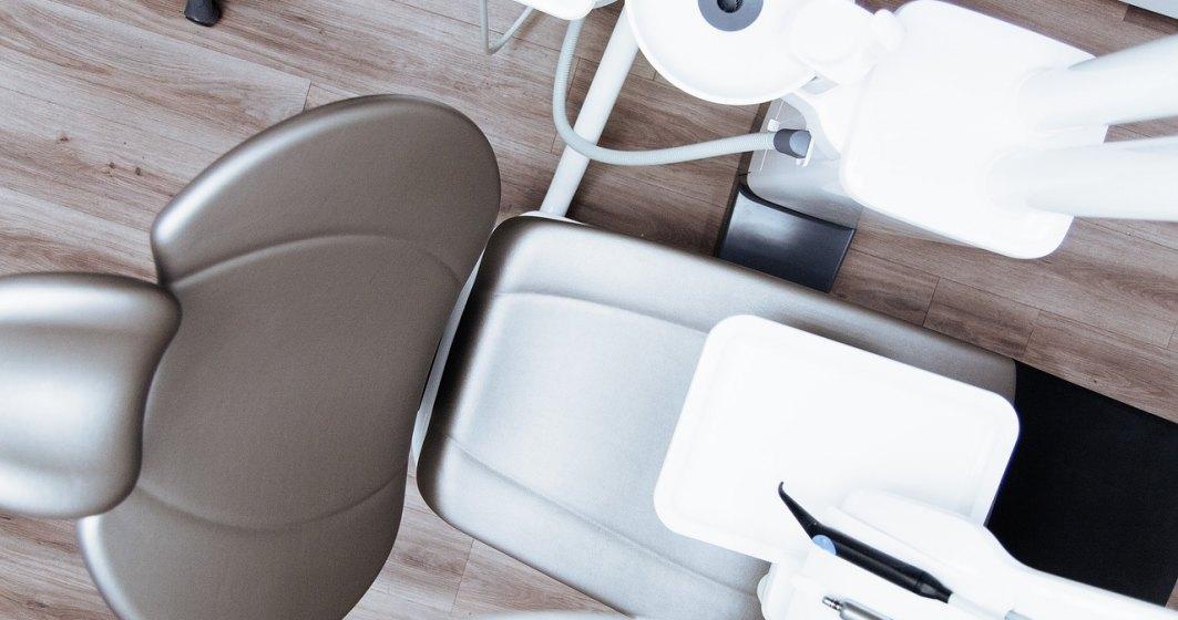 Românii, pregătiți să ia cu asalt cabinetele stomatologice după 15 mai. Cum se pregătesc medicii dentiști