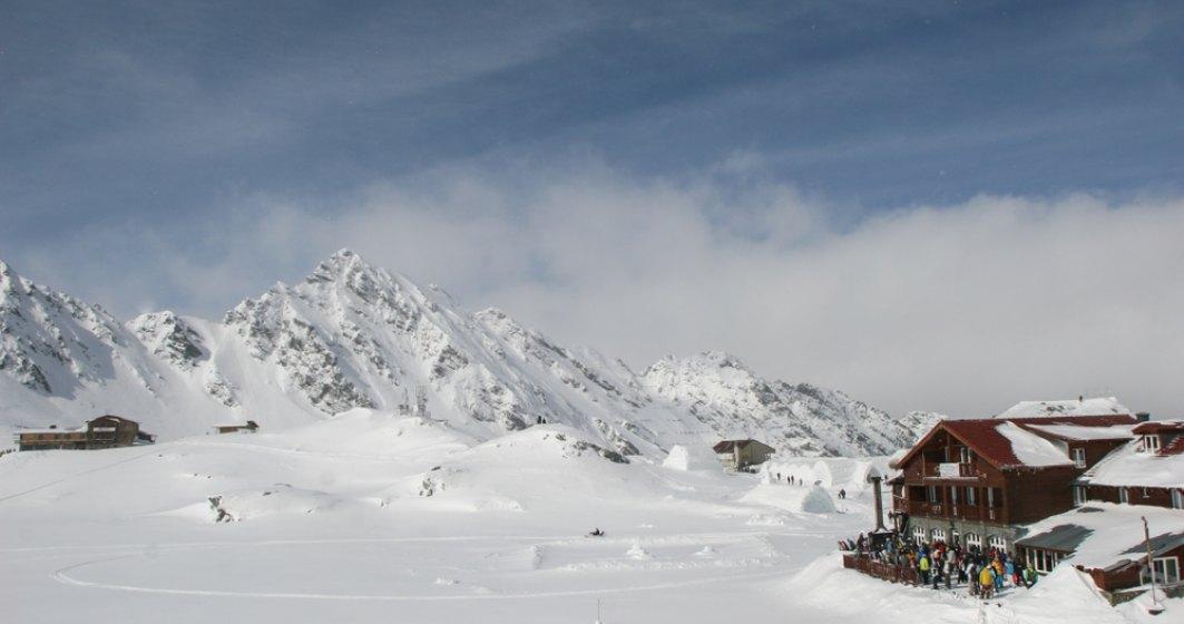 Iarna isi intra in drepturi: risc mare de avalansa si zapada de un metru jumatate la Balea Lac