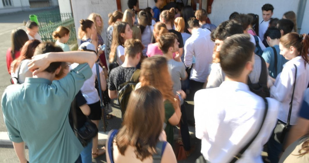 Dezastru: Jumatate de milion de elevi si copii au plecat din Romania in zece ani