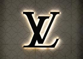 Louis Vuitton lansează o boxă care costă mai mult de 3 salarii medii nete în...