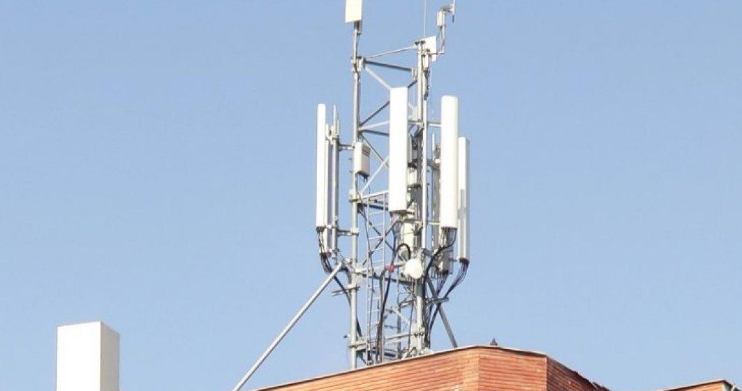 Revista presei 13 decembrie: ce se intampla cu antenele GSM de pe blocuri. Doi bucuresteni au reusit sa le demonteze... Legal!