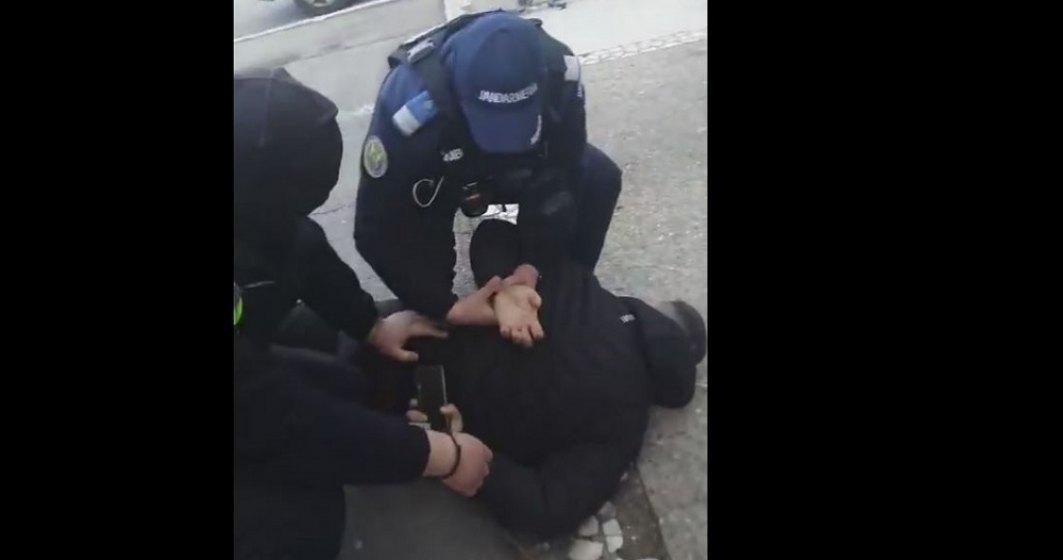 A patra zi de proteste   Un tânăr din Constanța a fost reținut de jandarmi