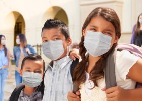 Masca de protecție va trebui purtată pe o rază de 50 de metri de orice școală...