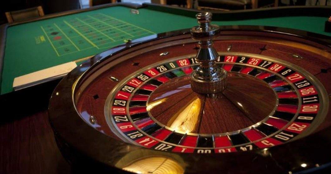 """Romanii joaca, in medie, intre 50 si 100 de lei pe luna la """"pacanele""""; piata jocurilor de noroc a atins 1 mld.euro"""