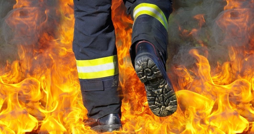Incendiu puternic izbucnit la o hala de productie din Buftea: nu sunt inregistrate victime