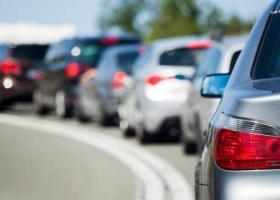 Turiștii români în drum spre Bulgaria, prinși în cozi kilometrice pe...