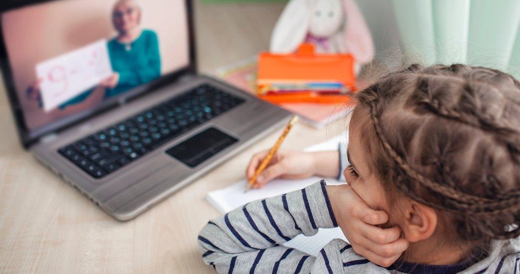 Salvați Copiii România: Aproximativ 30% dintre copii nu dețin toate resursele materiale necesare învățământului online