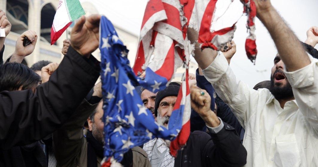 Mii de irakieni au scandat 'Moarte Americii' la funeraliile lui Qassem Soleimani si ale locotenentului sau irakian la Bagdad