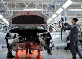 Şeful Daimler avertizează că producătorii auto s-ar putea confrunta până în...