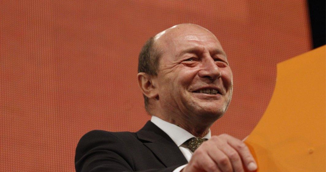 """Băsescu îi cere demisia lui Drulă: """"Mă mir că nu au spus că mecanicul a băut cu mine"""""""