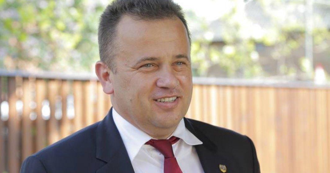 """Liviu Pop: Ministerul Educatiei este condus de ,,baronii manualelor"""". Presedintele si toti premierii stiu. Si DNA stie"""