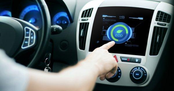 Vânzările de mașini hibride le-au depășit pe celele ale autovehiculelor...