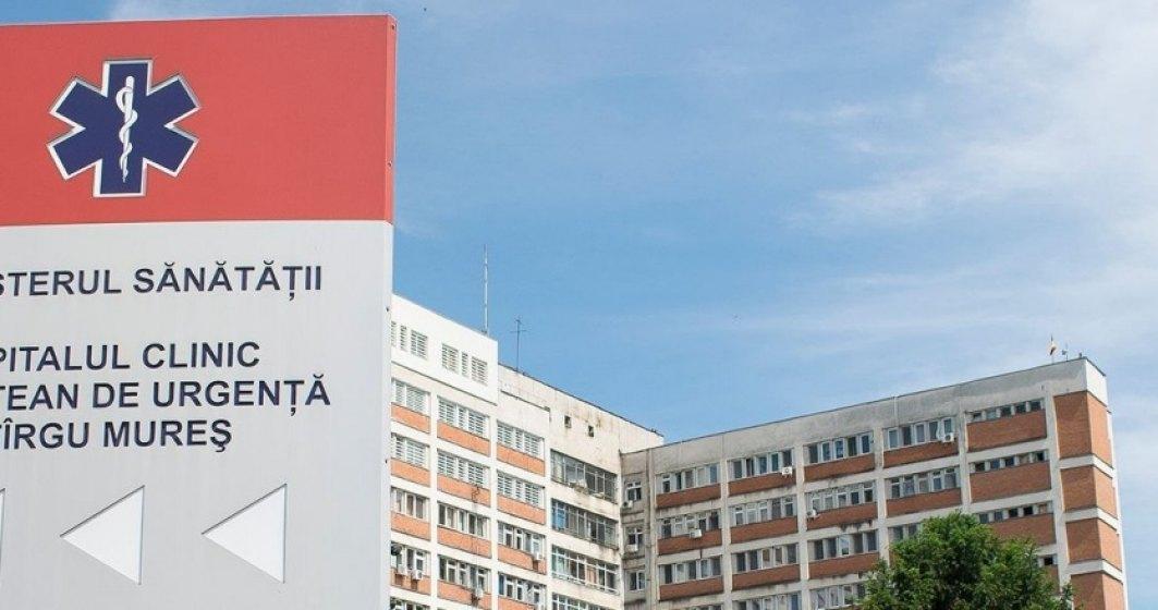 Tragicomedie la Spitalul Judetean Mures: Alba-neagra cu directorul
