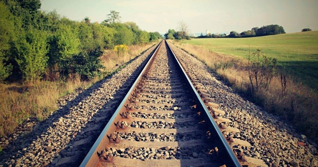 CFR: Traficul feroviar intre statiile Cosbuc si Telciu a fost reluat sambata dimineata, cu restrictie de viteza