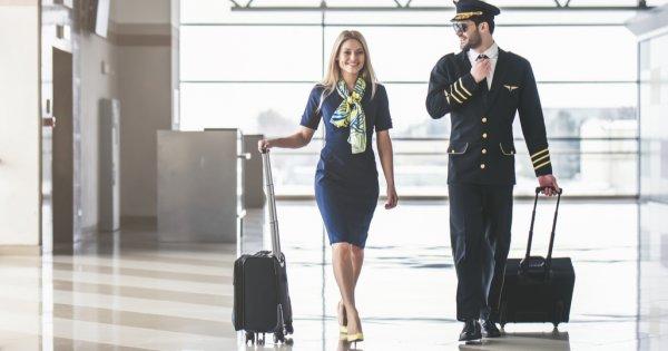 Stewardesele italience s-au dezbrăcat pentru a protesta împotriva concedierilor