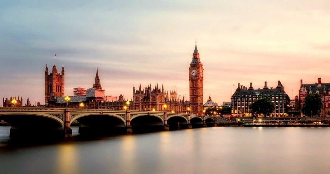 Coronavirus: UE critică aprobarea ''grăbită'' a vaccinului Pfizer-BioNTech de către britanici